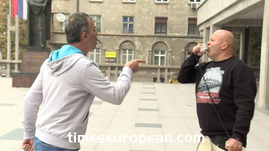 科索沃塞族政權的支持者阻礙了審判